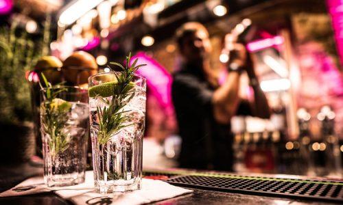 Cocktails auf der Bartheke